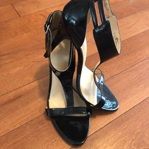 Guess black patent leather strappy heels